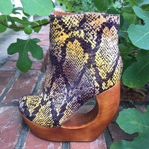 Jeffrey Campbell Rockaway Wooden Heels Boots Sz 5